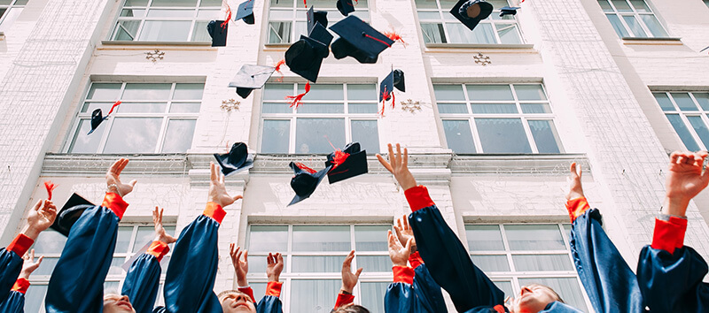 海外の大学の卒業式の様子