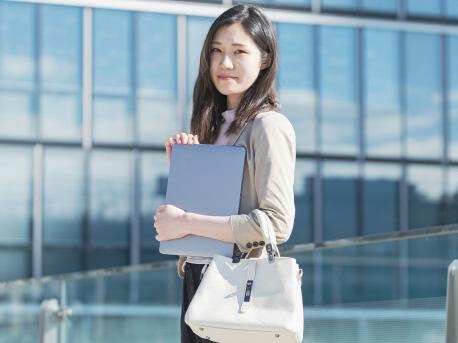 英語を使う仕事に就いた女性