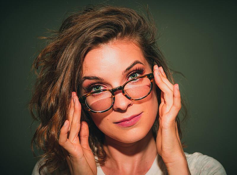 オンライン英会話スクールの綺麗な女性講師