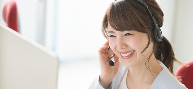 オンライン英会話のレッスンを受ける女性