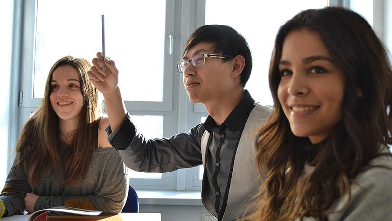 英会話教室の生徒たち